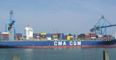 وزارة التجارة تعيد فتح استيراد الهواتف المحمولة نحو الجزائر برسوم اضافية